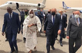وزيرا الخارجية والري يصلان السودان لبحث تطورات ملف سد النهضة | صور