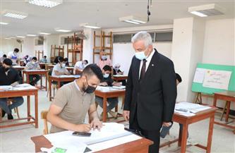 رئيس جامعة المنوفية يتفقد لجان امتحانات كلية الهندسة بشبين الكوم  صور