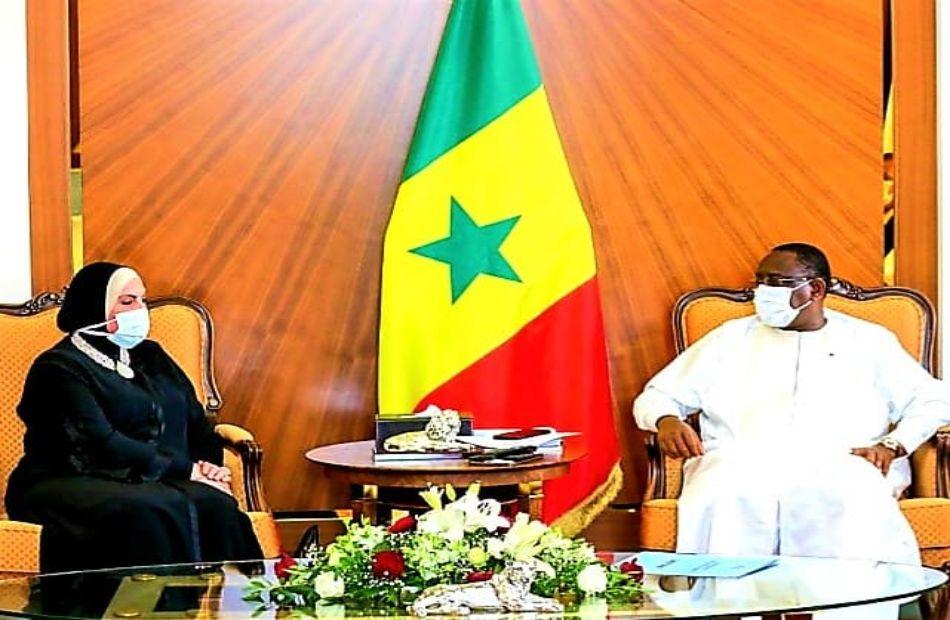 وزيرة التجارة والصناعة والرئيس السنغالى بالعاصمة داكار