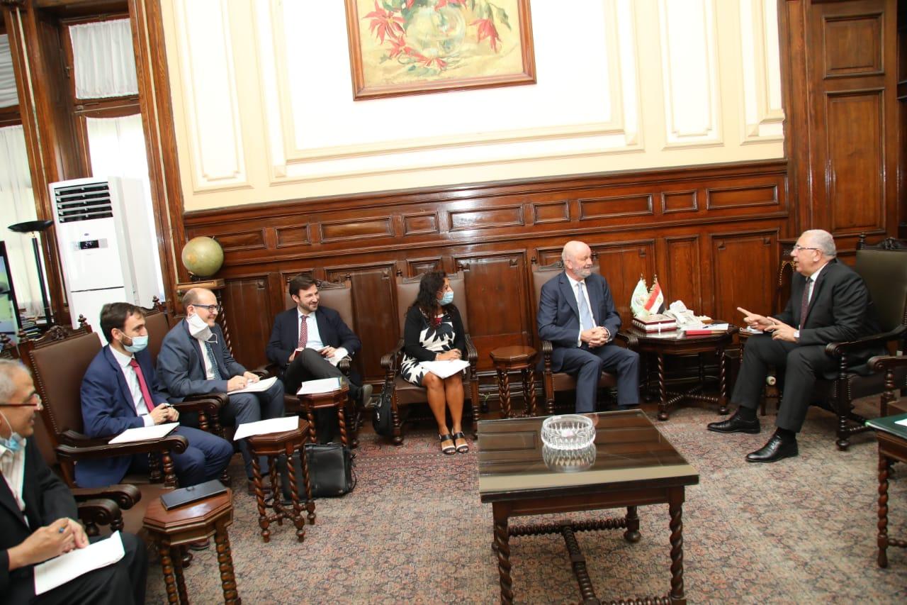 وزير الزراعة يبحث سبل التعاون مع سفير إسبانيا في مجال الاستزراع السمكي وإنتاج التقاوي