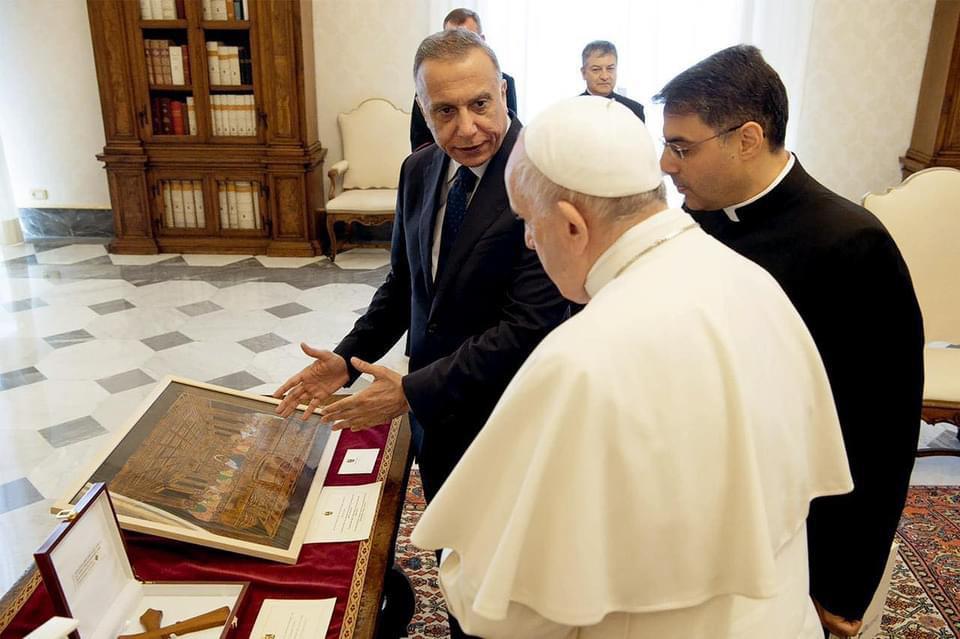 رئيس وزراء العراق مصطفى الكاظمي مع بابا الفاتيكان