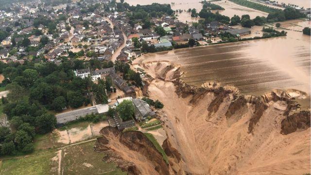 فيضانات عارمة تتسبب في انقطاع الكهرباء في إقليم جارد جنوبي فرنسا
