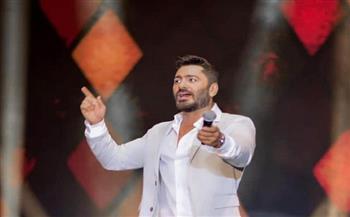 بأغنيات «حلو المكان» و«بنت الإيه» و«كل مرة».. تامر حسنى يشعل مسرح الاتحاد بأبو ظبي | صور