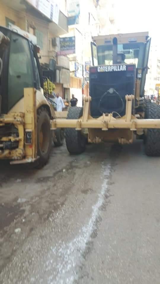 حملة نظافة وتسوية طرق بشوارع مركز المنشأة