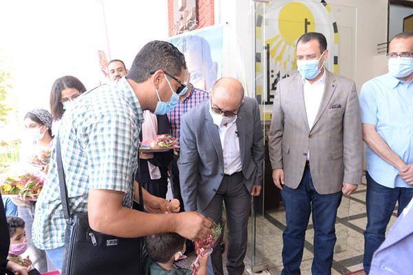 رئيس جامعة أسيوط يستقبل 30 طفلاً ليبيًا