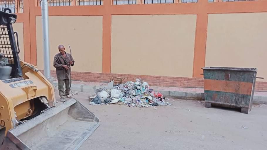 رفع أتربة ومخلفات صلبة من شوارع بالأقصر