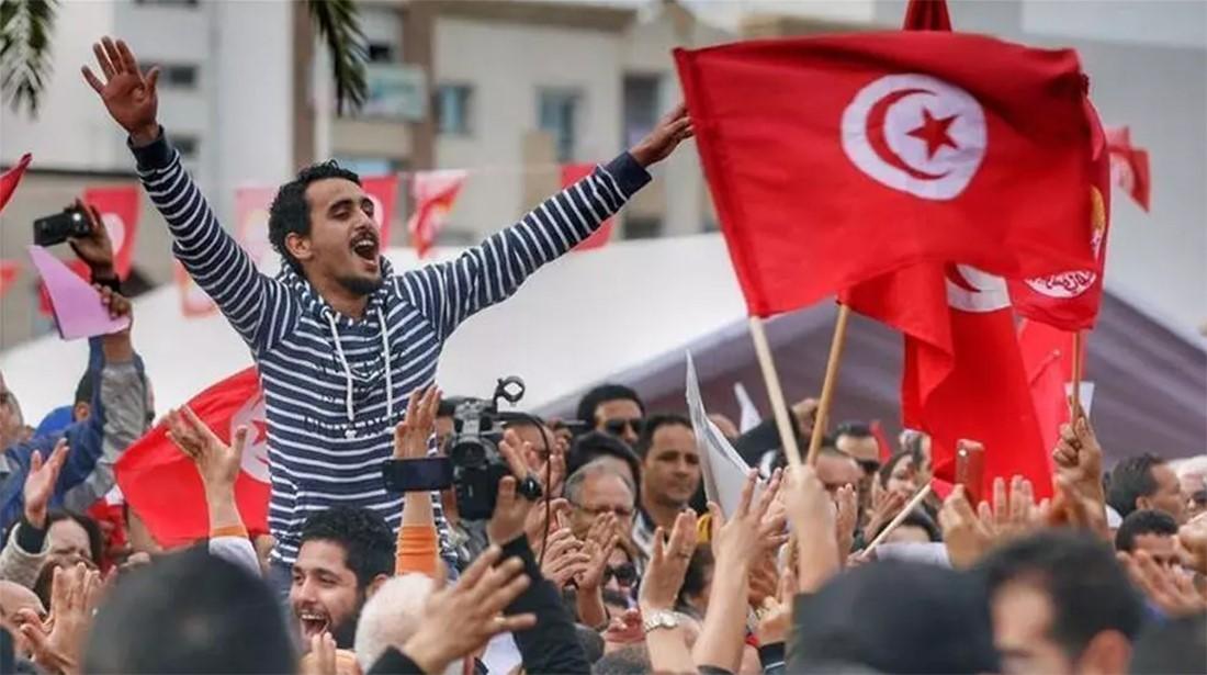 محلل سياسي تونسي قيس سعيد يعلن خارطة طريق وأنباء عن وضع الغنوشي تحت الإقامة الجبرية