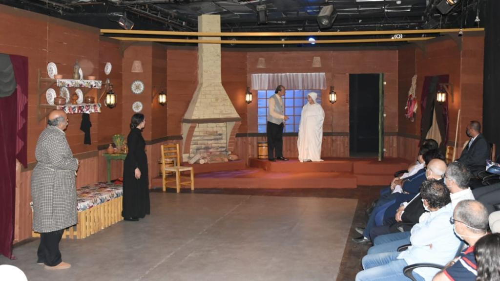 جانب من العرض المسرحي