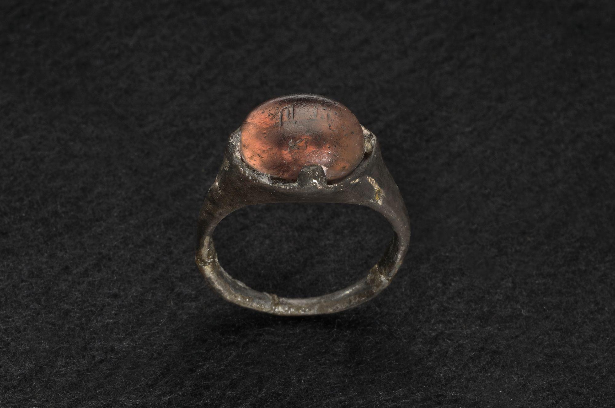 الخاتم المكتشف فى المقبرة السويدية للفايكنج