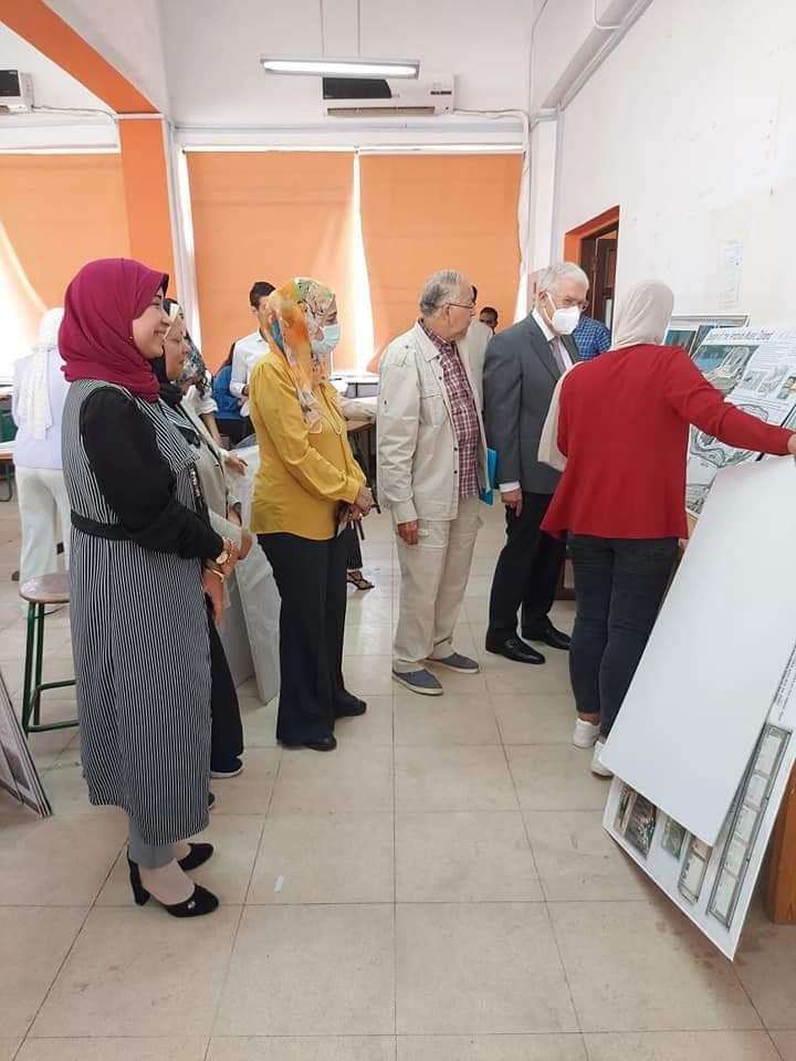 رئيس المقاولون العرب يشارك فى مناقشة طلبة البكالوريوس بكلية الفنون التطبيقية