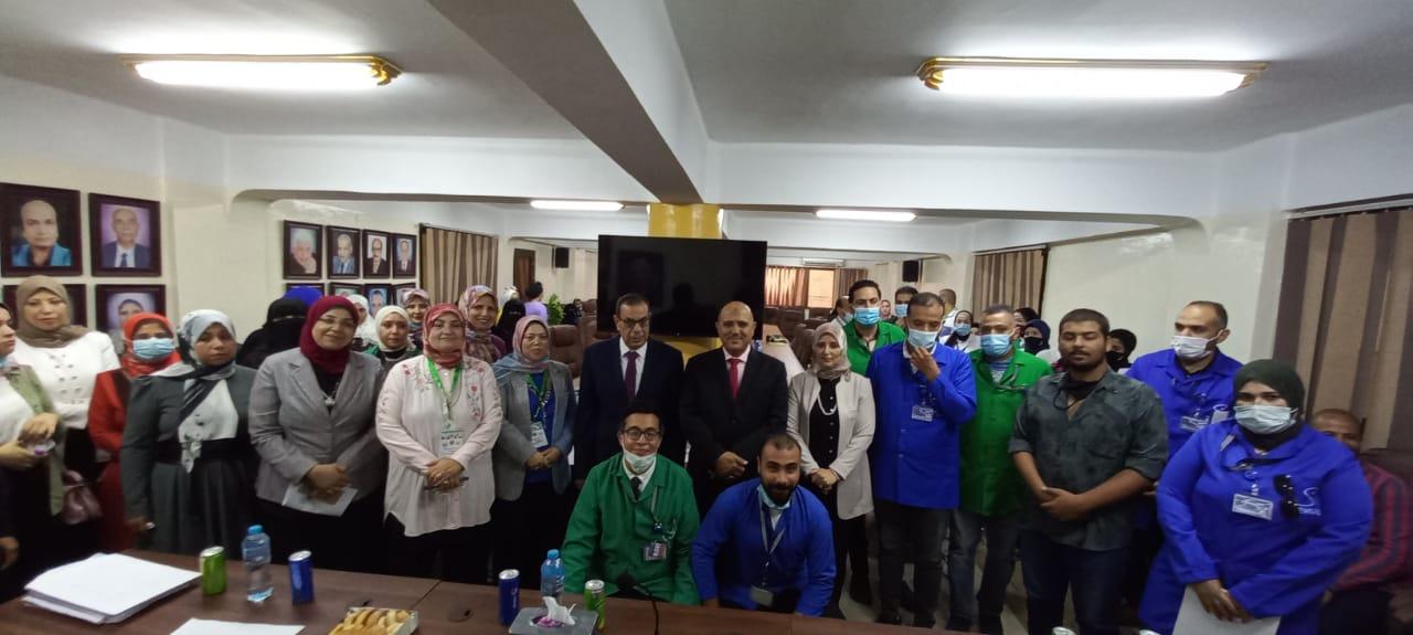 تسليم 130 شهادة إتمام التدريب على 3 مهن ببورسعيد