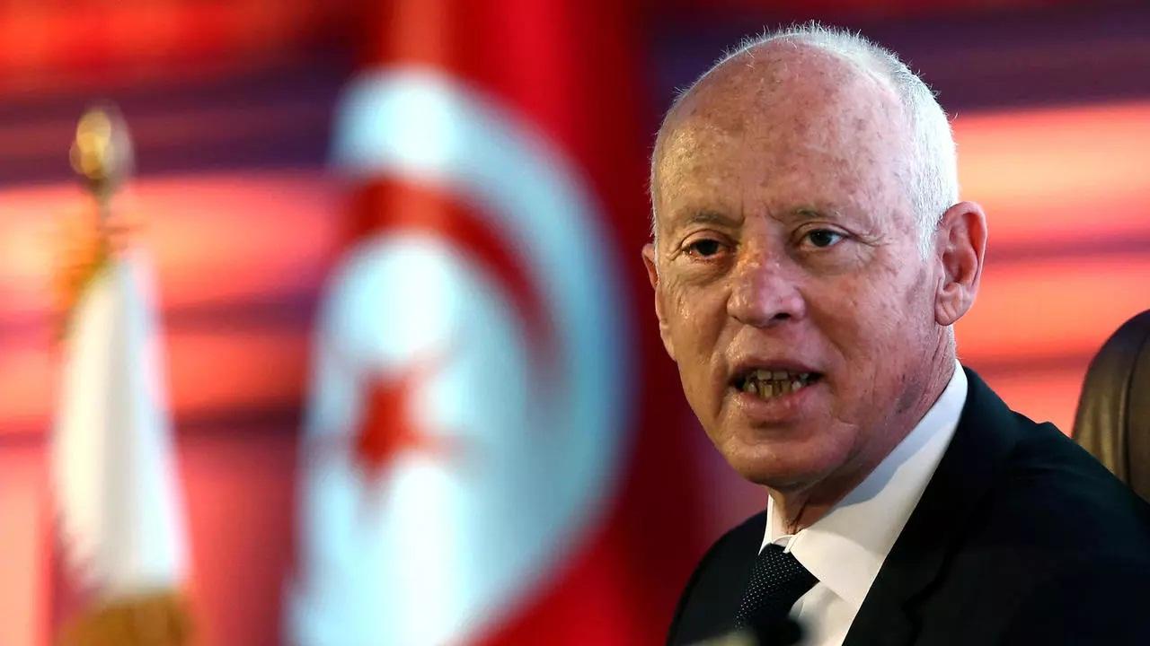 الرئيس التونسي يقرر إلغاء حظر التجول بالكامل بجميع أنحاء البلاد