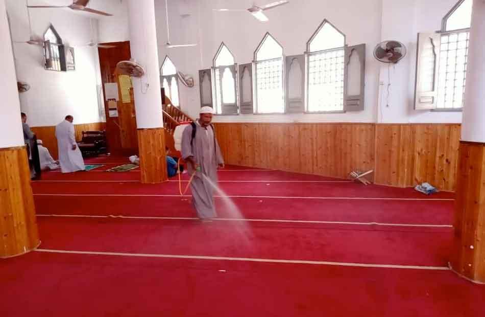 تحرير  محضر مخالفات وتعقيم  مسجدا في المحلة الكبرى