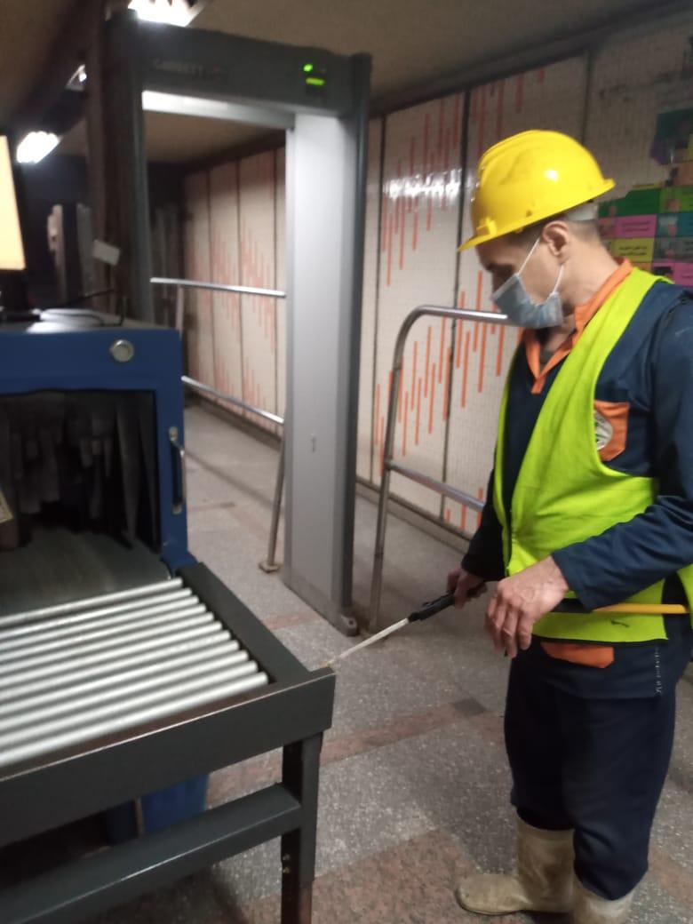 أعمال تعقيم مترو الأنفاق