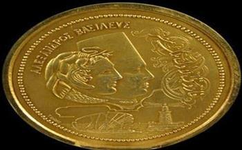 ميدالية ذهبية أهديت للملك فاروق بمناسبة افتتاح جامعة الإسكندرية.. قطعة شهر يوليو بمتحف الإسكندرية