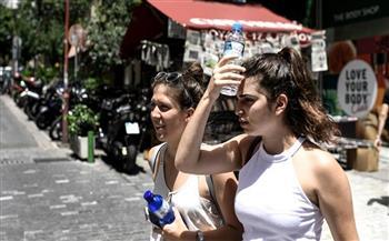 سكان أثينا وسياحها يحاولون التأقلم مع موجة الحرّ الجديدة
