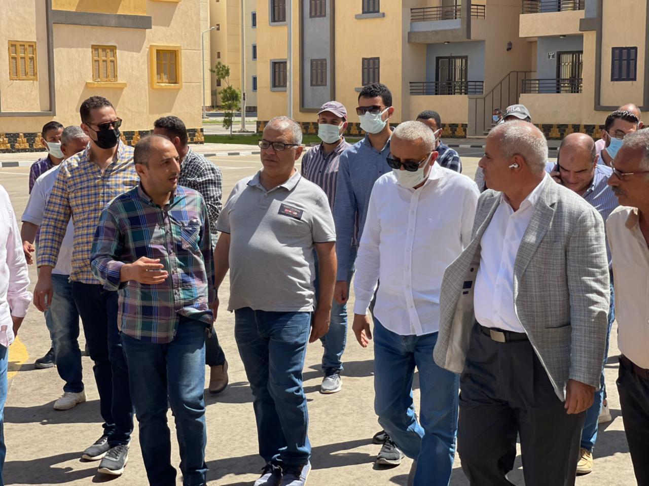 مسئولو  الإسكان  يتفقدون وحدات  سكن لكل المصريين