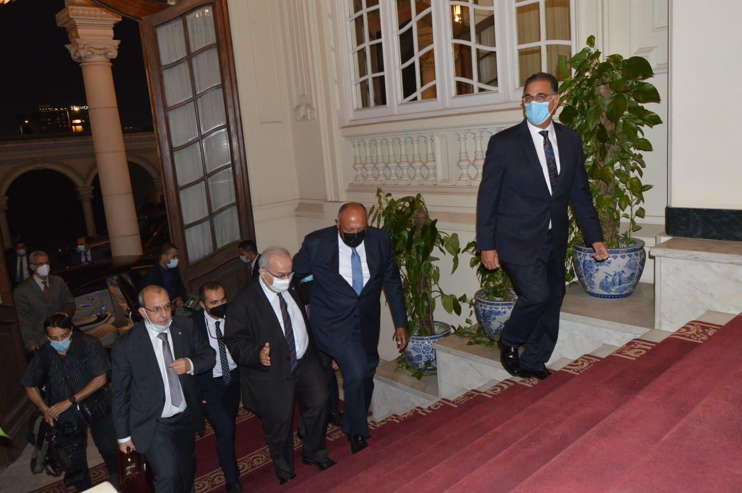 جلسة مباحثات ثنائية بين وزيرى خارجية مصر والجزائر