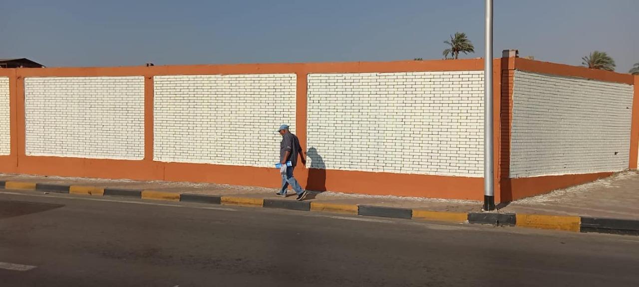طلاء الأسوار والأرصفة بشارع السودان