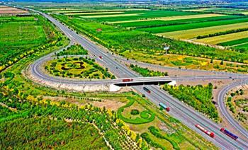 فتح أطول طريق صحراوي سريع في العالم أمام حركة المرور