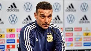 مدرب منتخب الأرجنتين يضع فريقي أستون فيلا وتوتنهام في مأزق