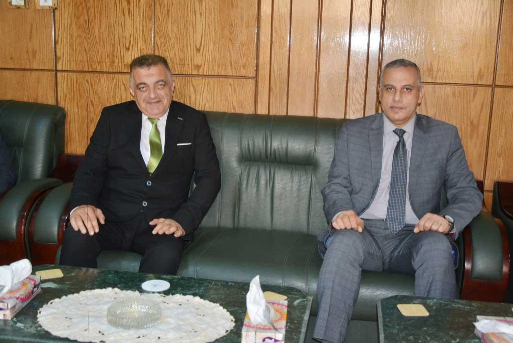محافظ سوهاج ونائبه يهنئان مدير الأمن الجديد بتوليه مهام منصبه