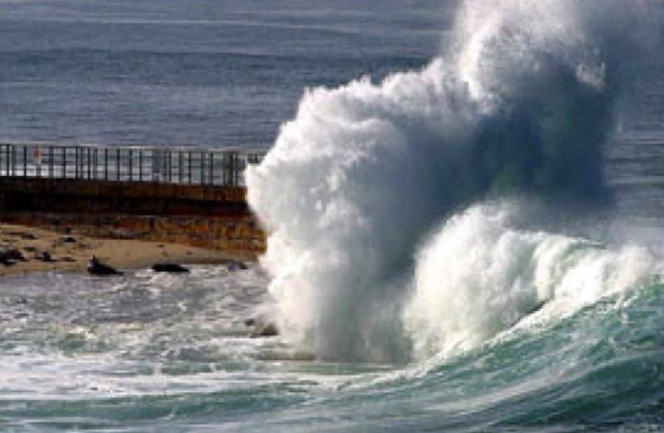 الأرصاد انخفاض في درجات الحرارة وارتفاع لأمواج البحر المتوسط| فيديو
