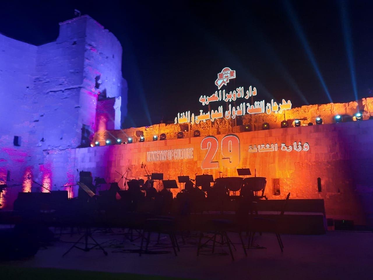 كمامات وبوابات تعقيم وإجراءات أمنية مشددة في افتتاح مهرجان قلعة صلاح الدين للموسيقى والغناء| صور