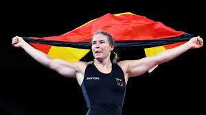 الألمانية فوكن تتوج بذهبية المصارعة الحرة في طوكيو