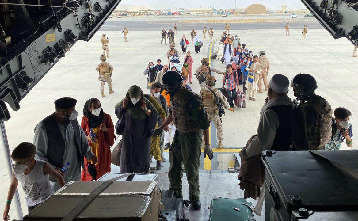 ;بوليتيكو; توصية حكومية بتعليق إجلاء الأفغان إلى الولايات المتحدة لحين تطعيمهم ضد الحصبة