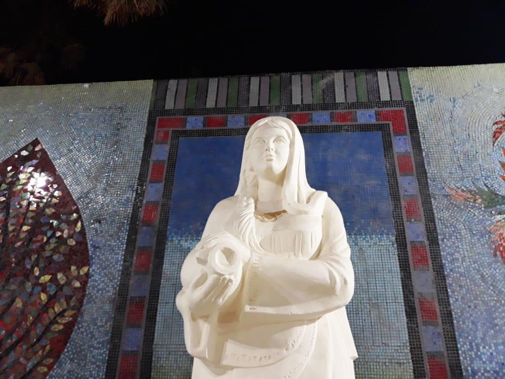 بين  التاج  و حلوى المولد  قصة رسوم المرأة في جداريات قنا| صور