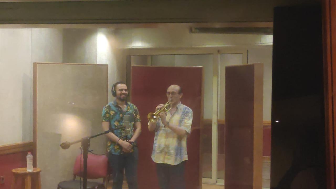 كواليس تسجيل محمد صبحي لـ 10 أغاني بمسرحيته