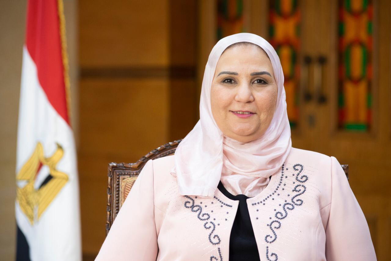 وزيرة التضامن تتفقد غدا المدارس المجتمعية وعيادات برنامج ; كفاية; بالفيوم