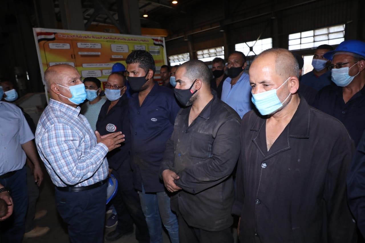 وزير النقل يطالب عمال السكة الحديد ببذل أقصى طاقة للنهوض بالمرفق