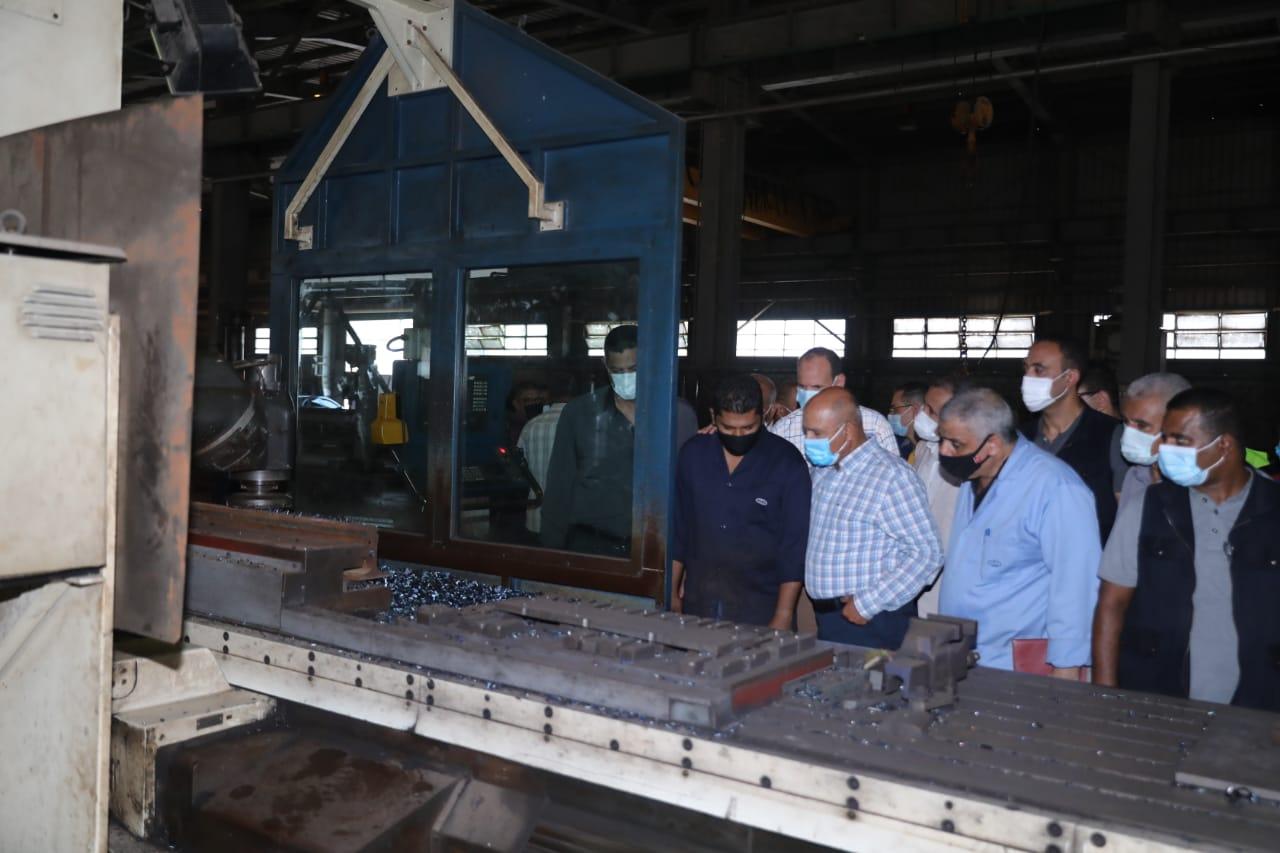 جولة وزير النقل بورش العباسية للسكك الحديدية