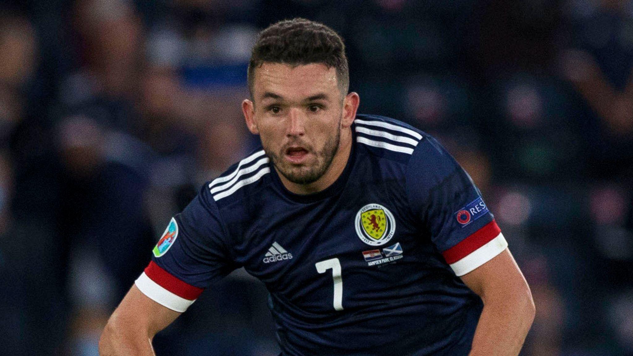 إصابة جون ماكجين لاعب منتخب اسكتلندا بفيروس كورونا