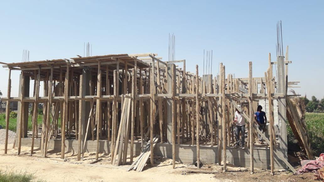 إيقاف  حالات بناء مخالفة ومصادرة المعدات في قطور بالغربية