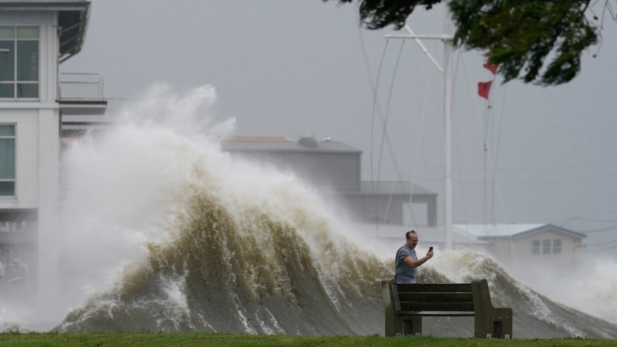 تقديرات أولية الإعصار إيدا قد يكلف شركات التأمين الأمريكية نحو  مليار دولار