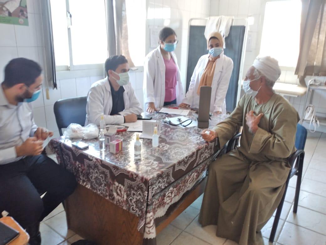 قافلة طبية مجانية من جامعة سوهاج لقرية  كوم إشقاو  بطما  صور