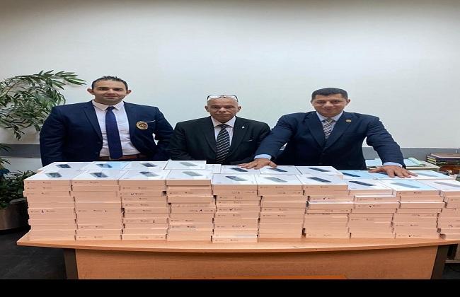 جمارك مطار القاهرة تضبط تهريب عدد من أجهزة تسخين التبغ ;الشيش الإلكترونية; | صور