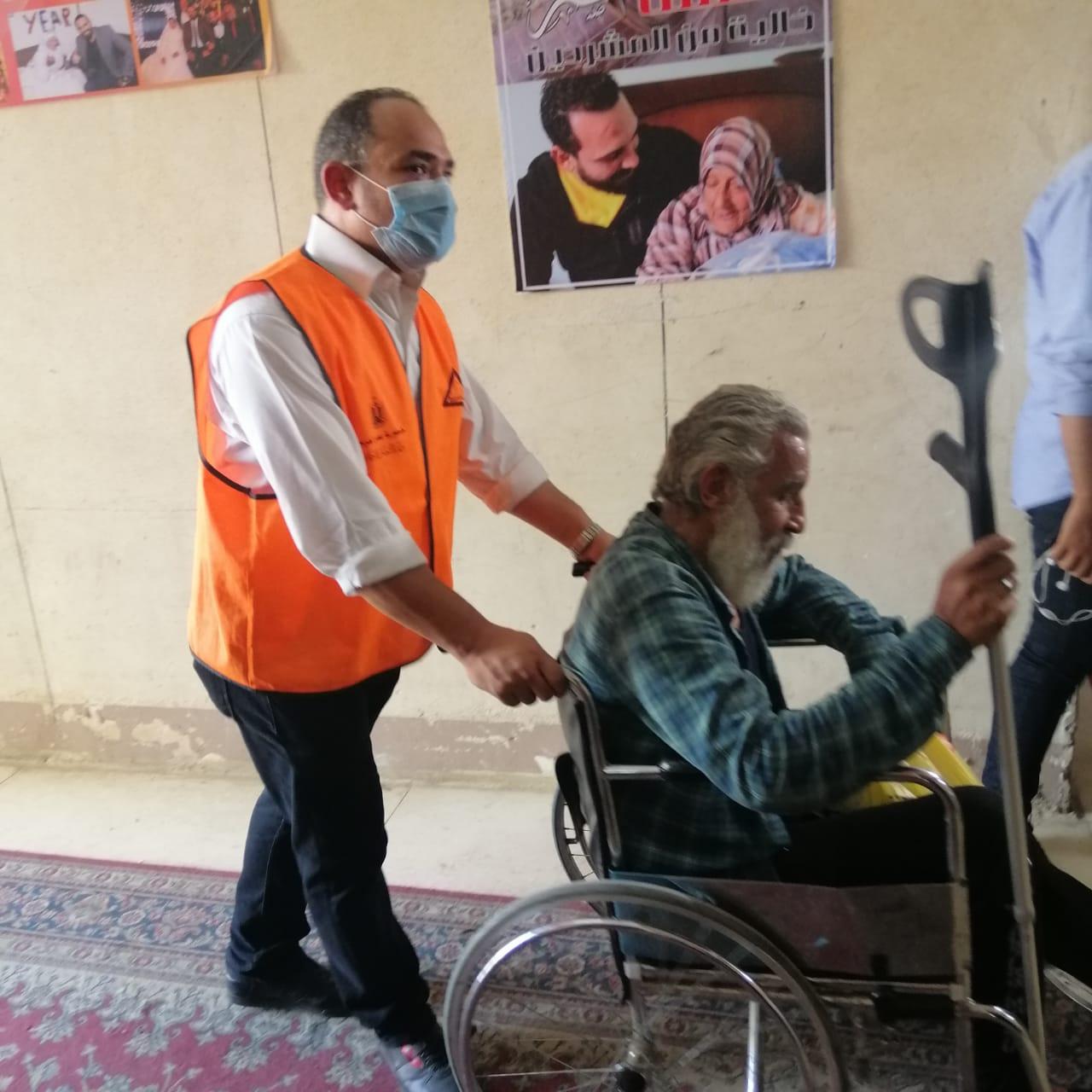 استقبال مسن بمؤسسة رعاية اجتماعية