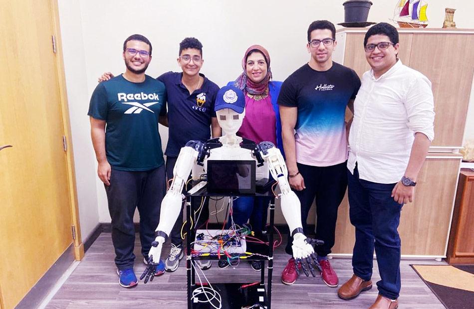 بأيدي طلاب الأكاديمية العربية تصميم روبوت لتنمية مهارات أطفال مرض التوحد |صور
