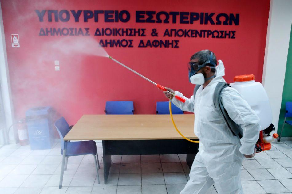 اليونان تتبنى سياسة أكثر تشددا في إجراءات مواجهة  كوفيد