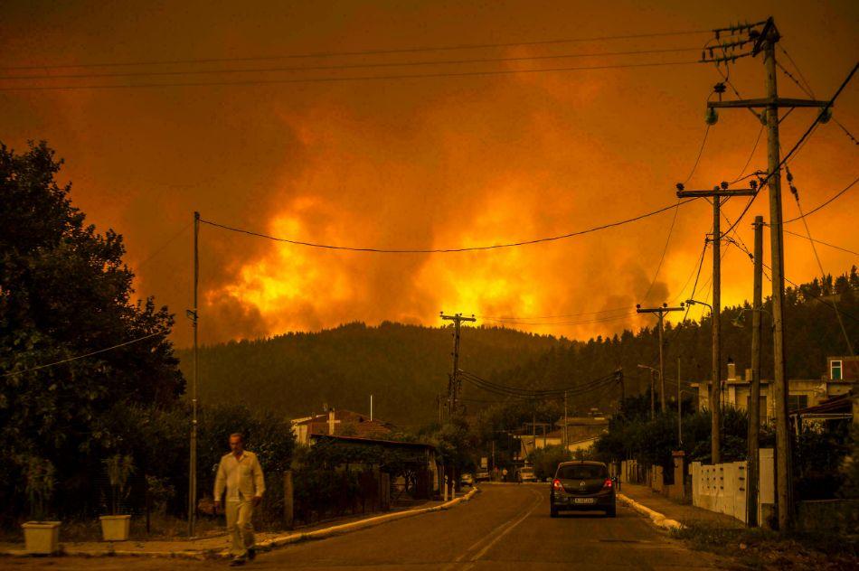 طواقم الإطفاء تفشل في السيطرة على حريق غابات إسبانيا