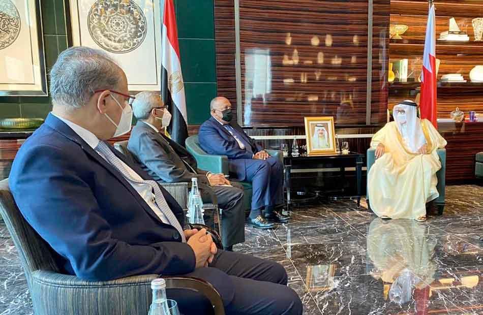 وزير الخارجية خلال لقائه مع نظيره البحريني