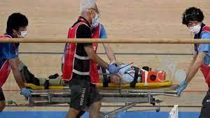 حكم-يتعرض-لإصابة-إثر-حادث-تصادم-في-سباق-أومنيوم-للدراجات-بأولمبياد-طوكيو