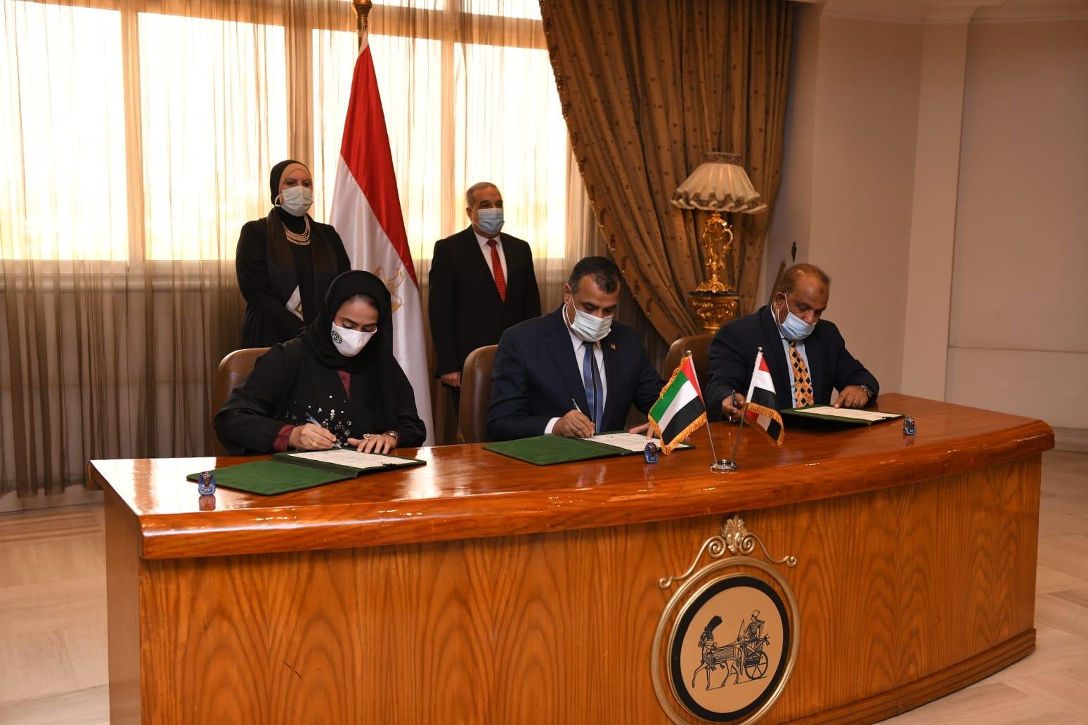 توقيع اتفاق ;مصري  إماراتي; لتصنيع سيارة بيك أب ;EM; للعمل بالوقود المزدوج   صور