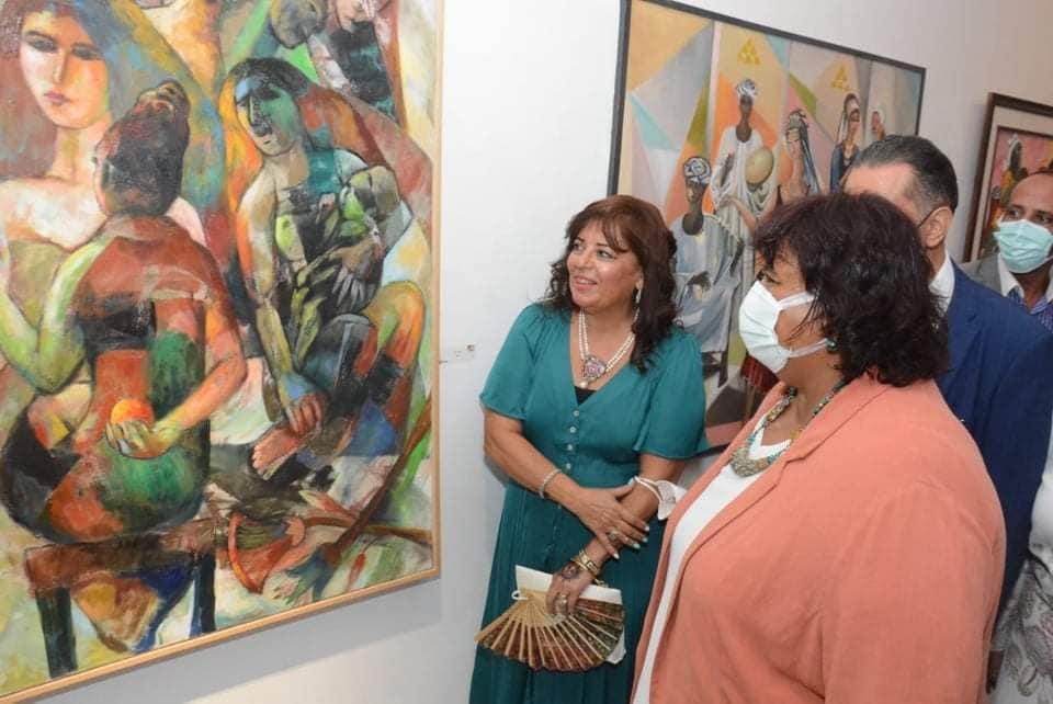 إيمان حكيم عن لوحاتها بالمعرض العام ملحمة متجانسة لشخوص متفاعلة مع المحيط العام