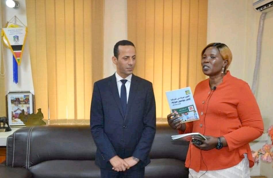 مصر تهدى شحنة كتب إلى جنوب السودان