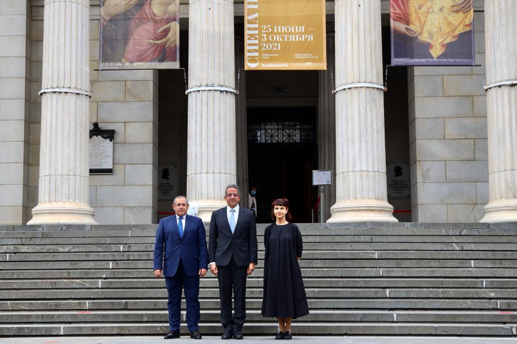 وزير السياحة والآثار خلال زيارته لمتحف بوشكين للفنون الجميلة